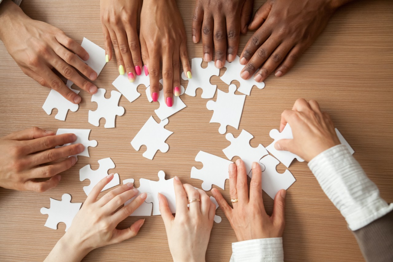 shutterstock.puzzle hands.small